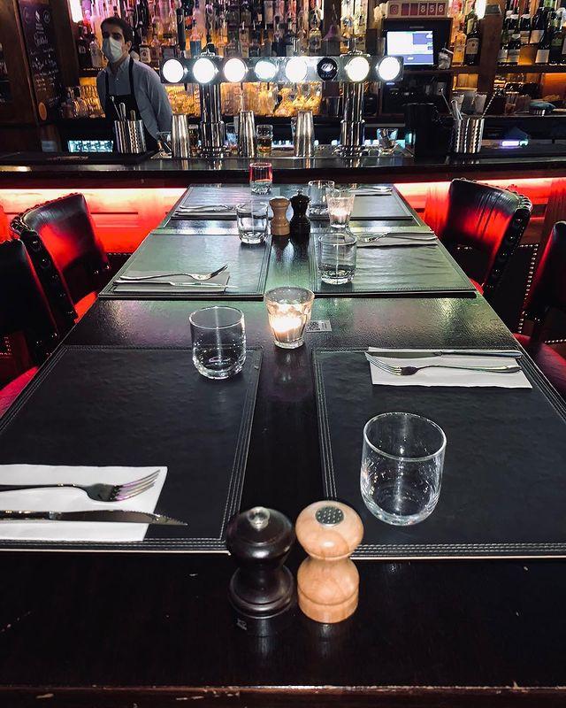 THURSDAY AFTERWORK - COME AND ENJOY 👨🍳  Envie de #chiller avant le couvre feu ? ⏳⏳  Voici notre programme ✍🏼 12H-14H30 #restaurant  15H-18H30 #coffee #beer #cocktails  18H30-20H #food #copains #beer #cocktails   SPORT 🏋️♀️  18H55 - RAPID VIENNA - ARSENAL  HAPPY HOUR 15H-20H 🍻 #biere #biereartisanale #cocktails #cocktaildumois   FOOD SERVICE 🍔 18H30-20H #burger#plancheapero#platàpartager#salade#unsuperchef  #restaurant#paris#happyhour#pub#irishpub#guiness#biere#champselysees#foodporn#cocktails#vin#terrasse#irishcoffee