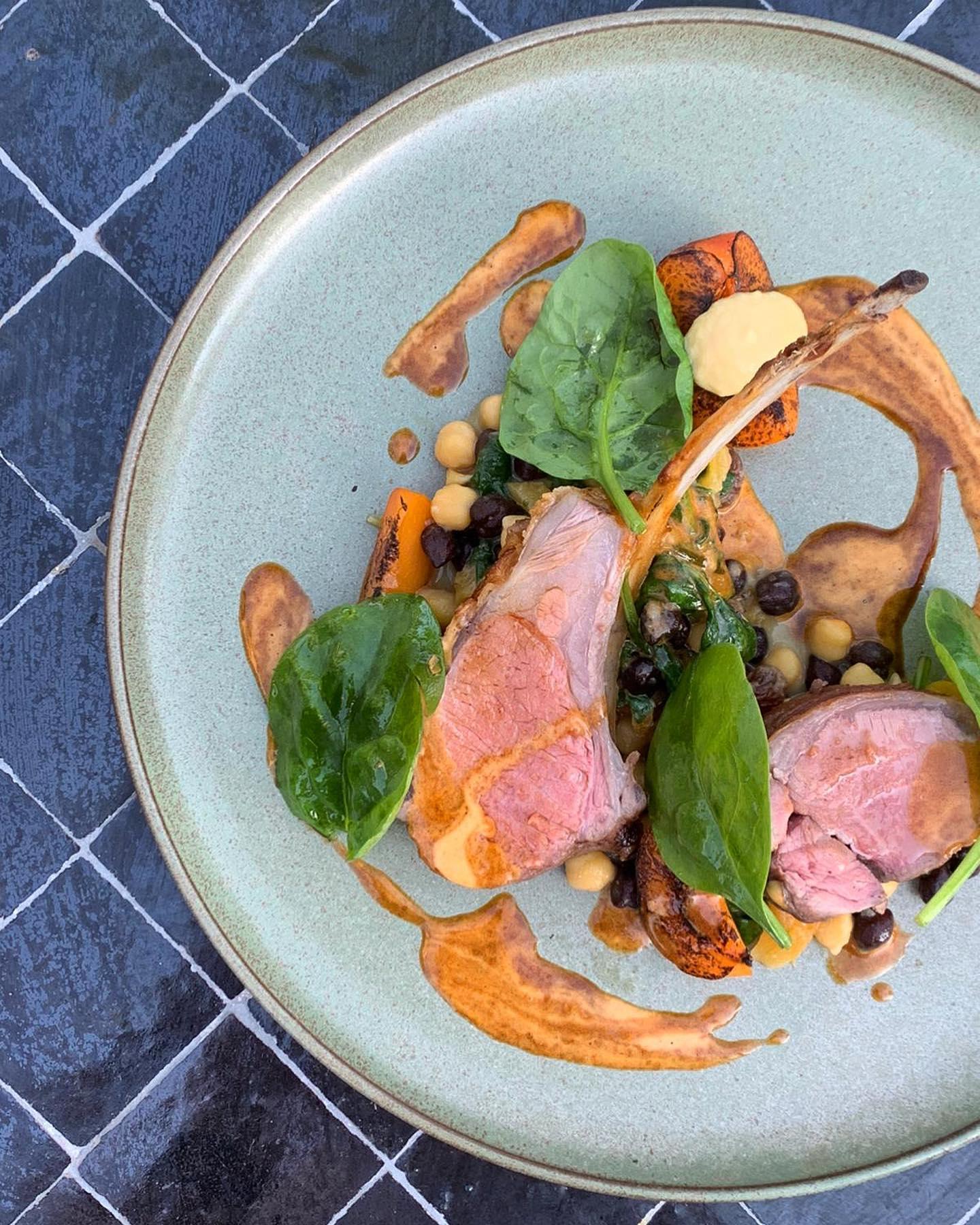 Venez découvrir notre nouvelle carte du restaurant, ouvert depuis hier soir !  Des mets originaux, audacieux et raffinés dans un cadre au charme incomparable  Pour toute réservation, rendez-vous sur notre site internet www.villadjunah.com ou appelez nous directement au 09.70.68.31.50  #villadjunah #djunahliving #antibes #antibesjuanlespins #cotedazur #frenchriviera #southoffrance #provencal #mediterranean #boho #placetobe #instafood #foodie #paca #enjoy #finedining