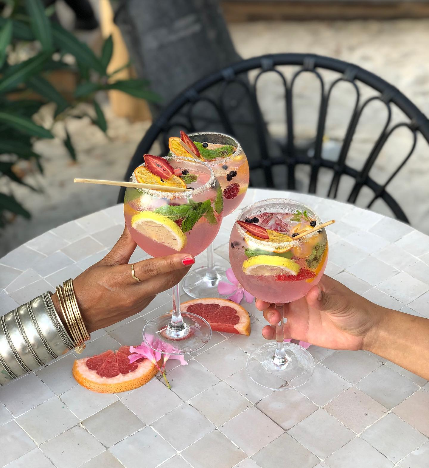 Thursday's call for a girls night out @villadjunah 🌺  #villadjunah #bliss #antibescotedazur #juanlespins #frenchriviera #enjoy #chill #happyhour #girlsnight