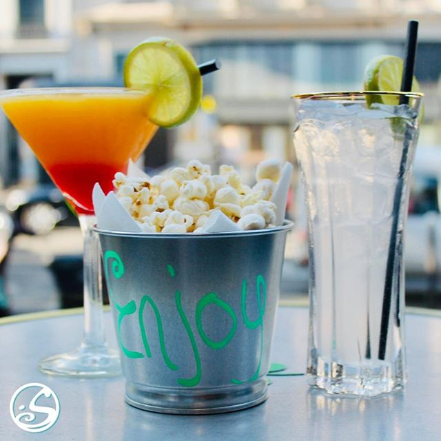 🍿 ENJOY HAPPY HOUR WITH FREE POPCORN 🍿 ⠀ ⠀ - - ⠀ ⠀ 🍻 HAPPY HOUR 🕔 17H - 21H ⠀ 🍔 FOOD SERVICE 🕕 18H - 23H ⠀ 🎶 MUSIC ALL NIGHT LONG 🕺 💃 ⠀ #osgb #osullivans #grandsboulevards #happyhour #bar #irishpub #drink #eat #paris #parisan #summer #ete #snack #popcorn #cocktail