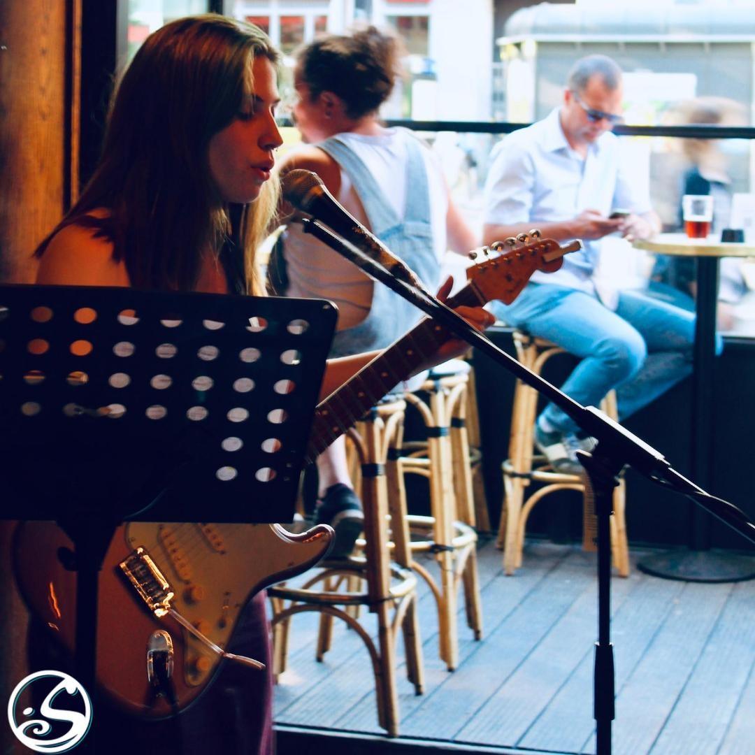 🎶 YOU CAN'T DOWNLOAD A LIVE MUSICAL EXPERIENCE !!! 🎸 ⠀ - - ⠀ 🎤 Rejoignez-nous ce mardi pour MUSIC MARDI avec @darkjoymusic ! ⠀ 🎵 Live musique à partir de 19H30 ! ⠀ 🎧  Quelles chansons voulez-vous écouter ? Dites-nous en commentaires !⠀ - - ⠀ 🍻 HAPPY HOUR - 17H - 23H ⠀ 🍔 FOOD SERVICE - 18H45 - 22H15 ⠀ - - ⠀ #osgb #osullivans #Paris #grandsboulevards #summerinparis #irishpub #bar #livemusic #acoustic #mardi #happyhour #guitarplayer #pickupmusic #mondaymotivation